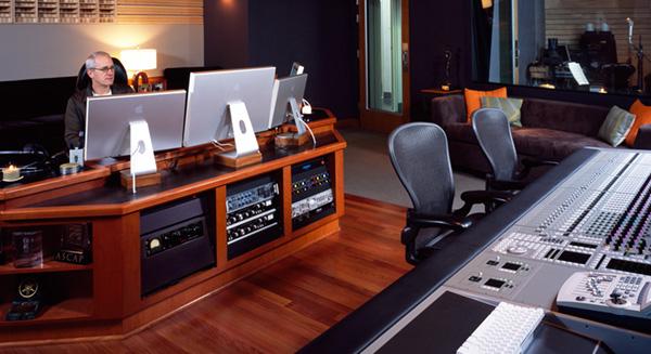 Staff Blog! » 作曲家ジェイムス...